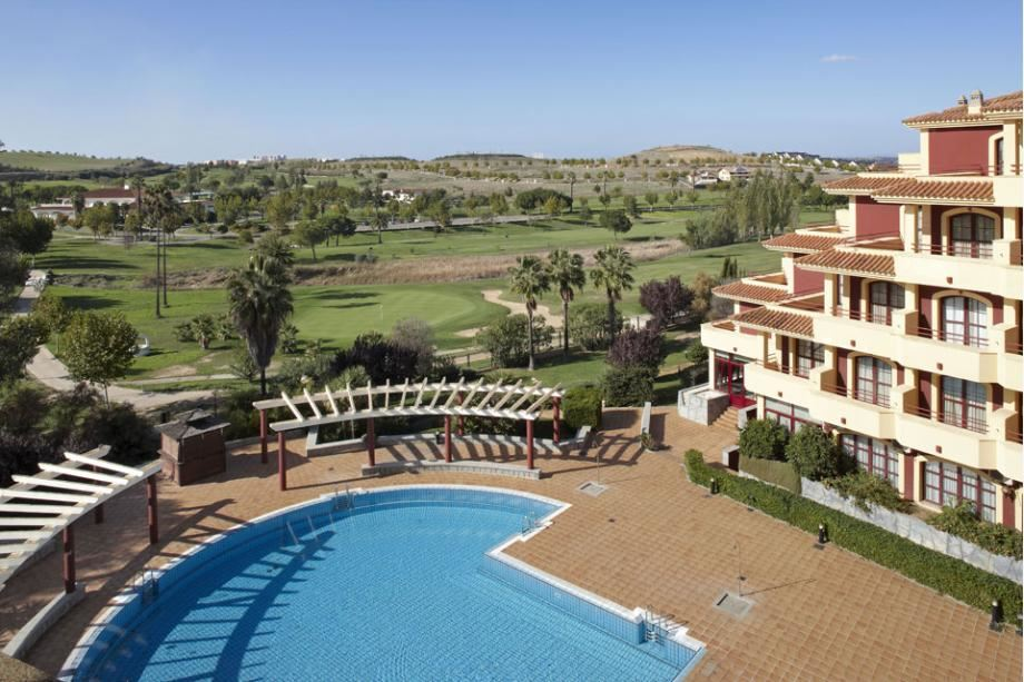 Reservar en confortel golf badajoz en badajoz reserva for Hoteles en badajoz con piscina